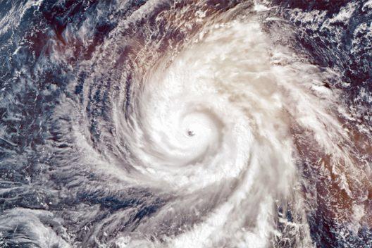 台風シーズン到来の前に、これだけはやっておきたい5つ!+α